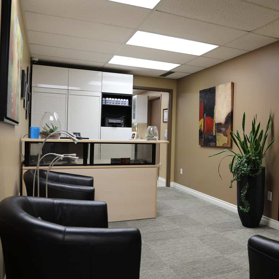 Picture of Hillhurst Denture Clinic front desk